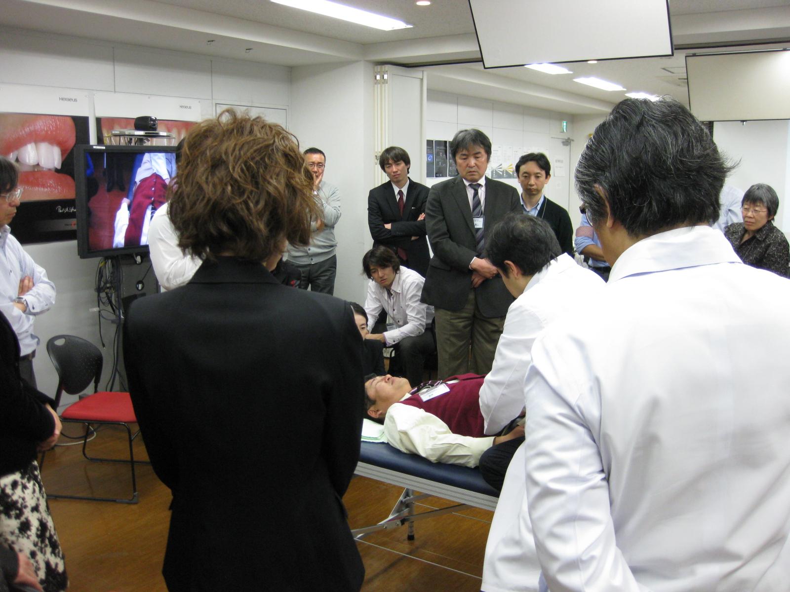 小出教授とスタッフの鈴木です。